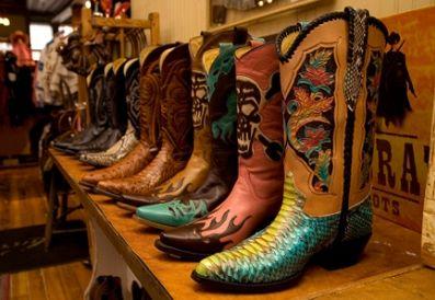 A tendência das western boot para o inverno 2013 deixará seu visual muito mais interessante (Foto: Divulgação)