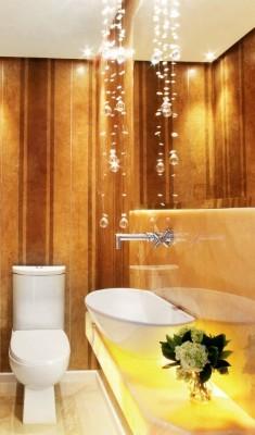 Papel de parede estilo madeira para usar no banheiro  (Foto:Divulgação).
