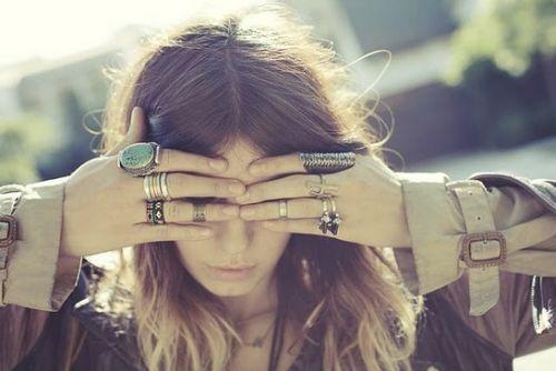 Invista em pelo menos um modelo de anel de falange e deixe suas mãos com visual renovado (Foto: Divulgação)