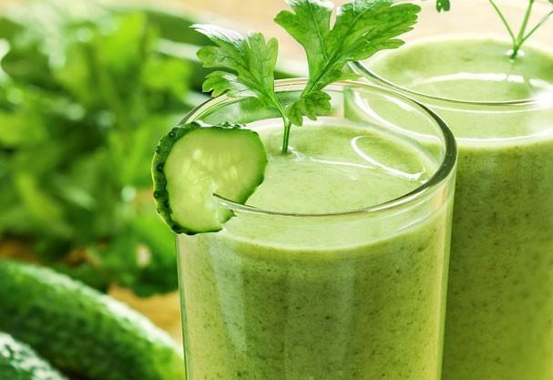 Aprenda a fazer três tipos de suco verde. (Foto: Divulgação).