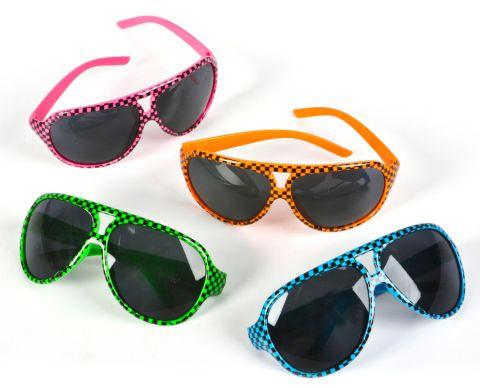 Há vários modelos de óculos aviador coloridos, um para cada estilo pessoal (Foto: Divulgação)