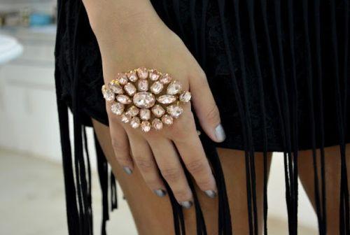 As pulseiras de mão prometem ser o grande hit da temporada (Foto: Divulgação)