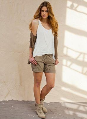 Os shorts de linho verão 2013 estão ultrademocráticos, e com certeza você irá encontrar um modelo para chamar de seu (Foto: Divulgação)