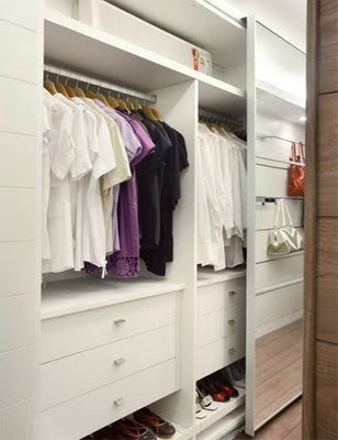 Modelos de closets pequenos e elegantes for Modelos de walk in closet