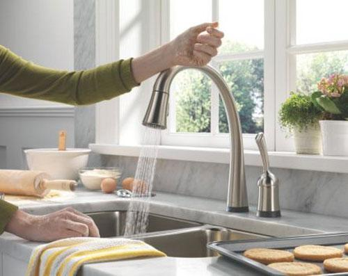 Torneiras para cozinha devem ser práticas e funcionais. (Foto: Divulgação).