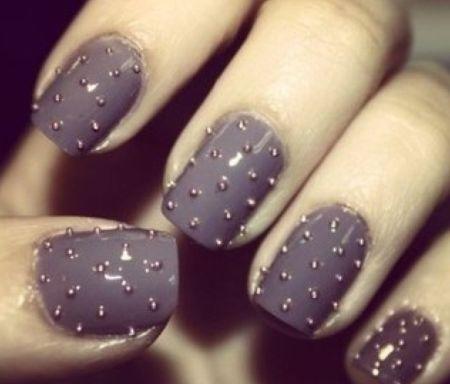 Faça unhas com spikes e deixe seu visual renovado (Foto: Divulgação)