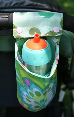 Porta-mamadeira para carrinho de bebê é prático e muito interessante (Foto: sewcando.com)