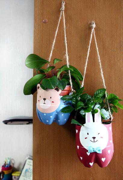 Estas sustentáveis ideias de artesanato criativo com garrafa pet vão deixar a sua casa com visual mais divertido (Foto: demilked.com)