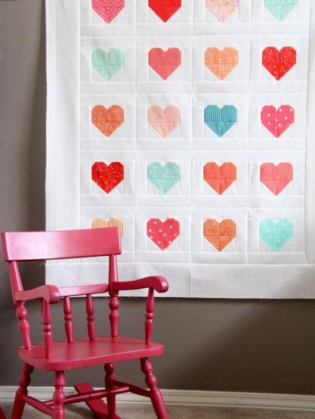 Faça este artesanato com patchwork com retalhos de tecido, para economizar (Foto: cluckclucksew.com)