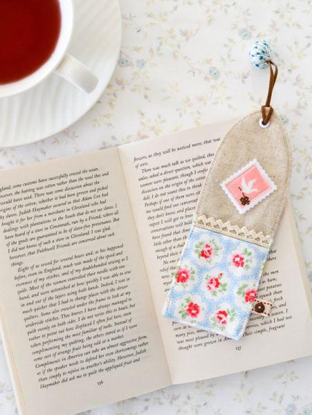 Este diferente marcador de livro com tecidos pode ter o padrão que você desejar (Foto: downgrapevinelane.com)