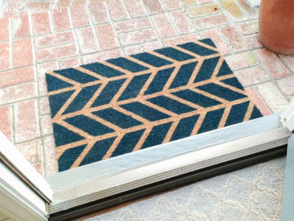 Personalizar um tapete de porta vai fazer a sua casa ficar mais bonita (Foto: parkhouselove.com)