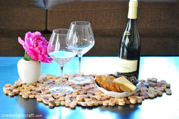 Esta ideia de decoração fácil para mesa é também muita simples de ser conseguida (Foto: cremedelacraft.com)