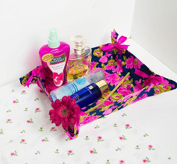 Esta cesta organizadora feita com tecido é linda e funcional (Foto: onceuponherdream.blogspot.com.br)