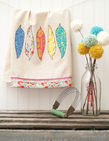 Decorar pano de prato com retalhos de tecido é muito fácil (Foto: flamingotoes.com)
