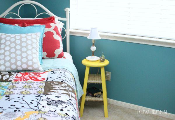 Esta linda ideia de artesanato com banquinho de madeira pode ter o estilo que você desejar (Foto: likeasaturday.com)