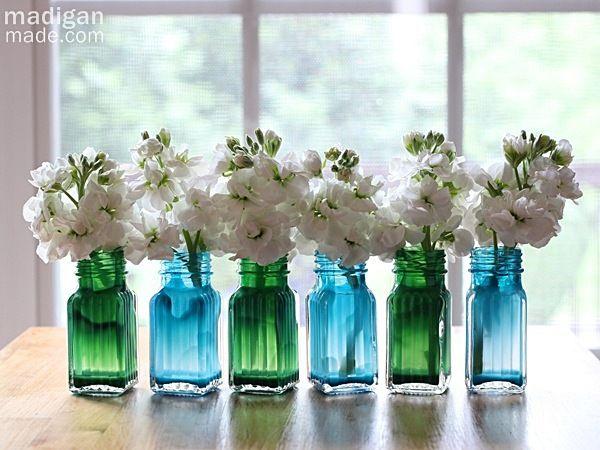 Estes minivasos de flores fáceis de fazer podem ter as suas cores favoritas (Foto: casa.abril.com.br)