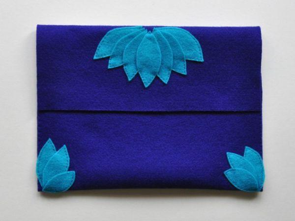 Bolsa de mão com feltro é linda e fácil de ser conseguida (Foto: micheleng.com)