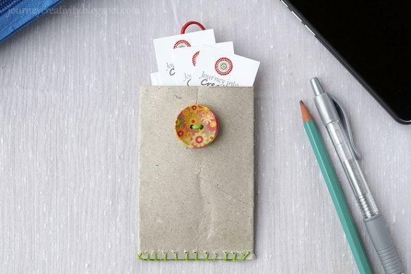 Aposte nesta fofa ideia para fazer um porta cartão de visita de material reciclável (Foto: journeycreativity.blogspot.gr)
