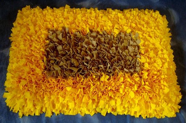 tapete colorido com retalhos de malha