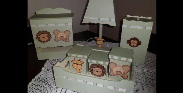 kit de higiene de bebê em MDF pintado