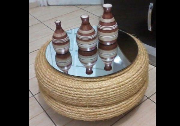 mesa de pneu com corda e vidro