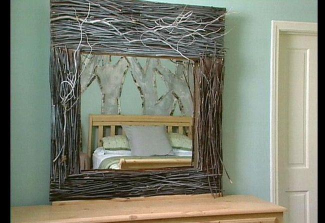 moldura de espelho com galhos secos