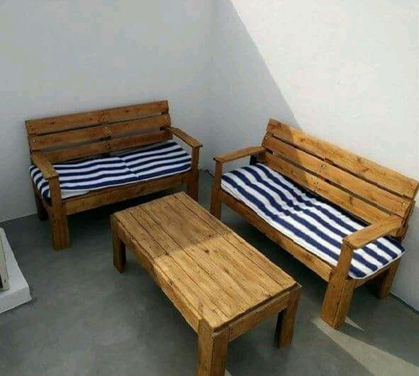 sofa de pallet comum