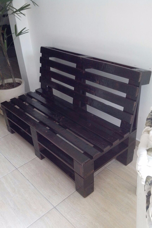 sofa de pallet roxo