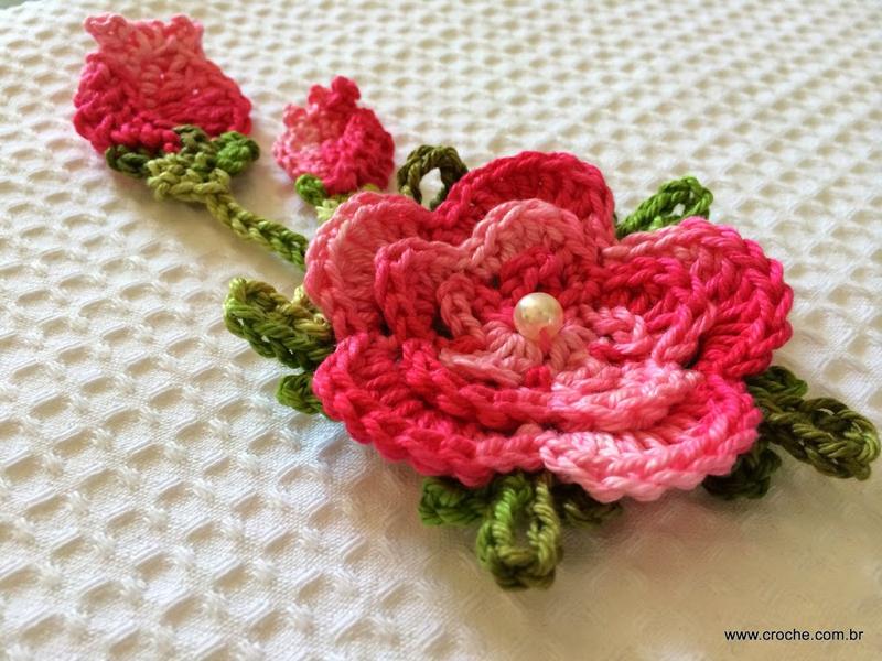 flor de croche com pedraria