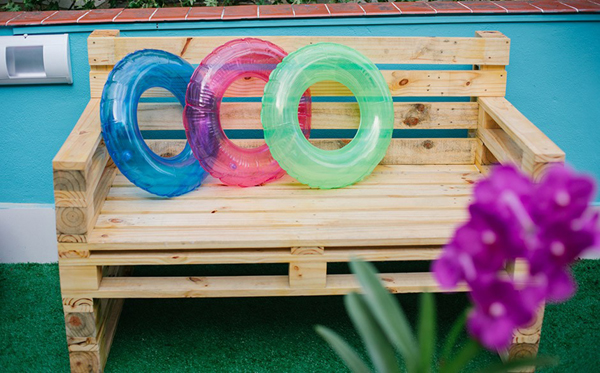 sofa de pallet no jardim