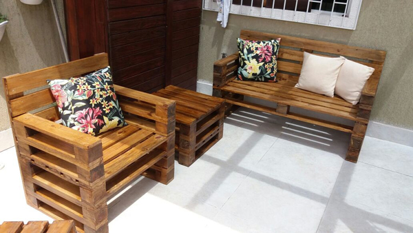 sofa de pallet no quintal
