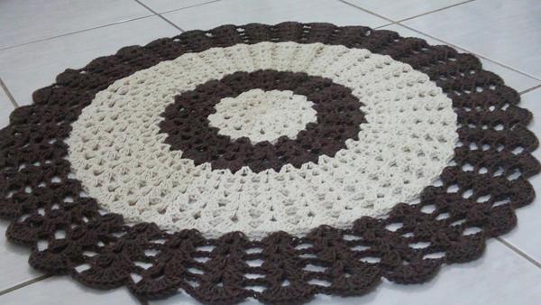 tapete croche marrom