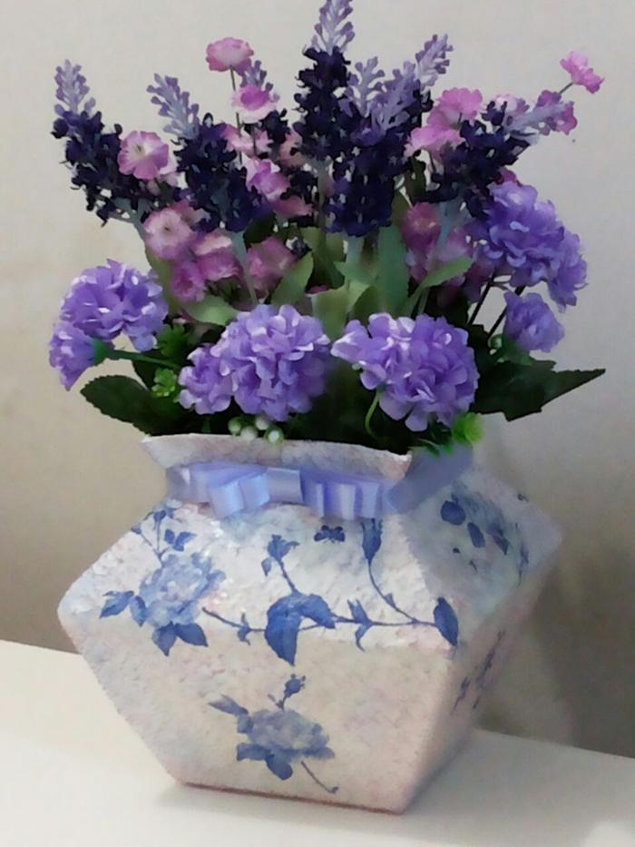 vaso artesanal com caixa de leite