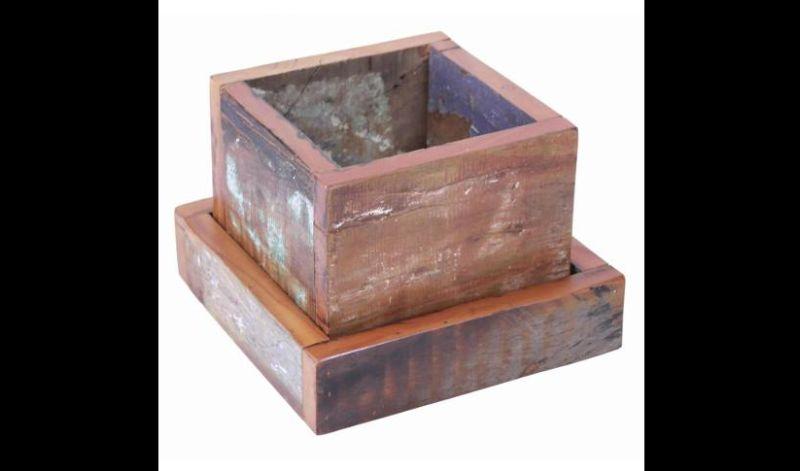 Artesanato com madeira de demolição vaso