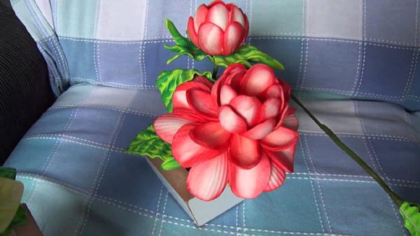 flor em EVA frisada