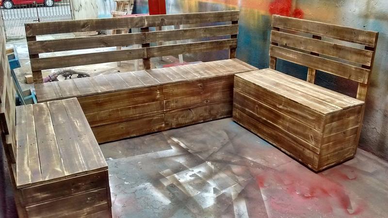 Artesanato com madeira de demolição poltrona