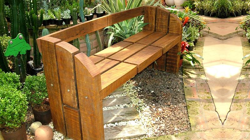Artesanato com madeira de demolição banco jardim
