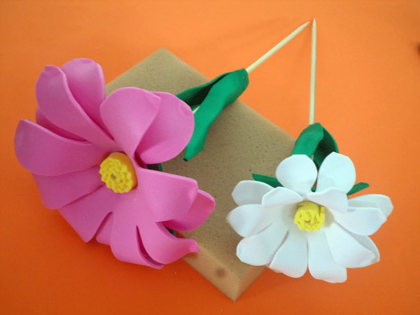 flor em EVA no palito
