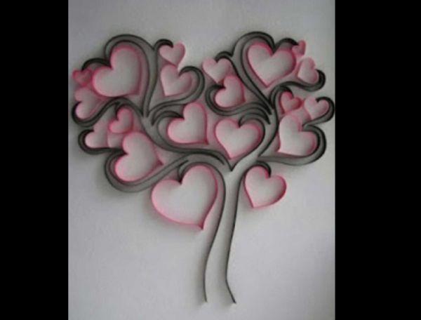 quadro com com rolo de papel higiênico corações