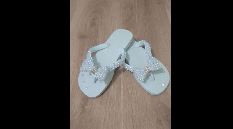 chinelo decorado branco