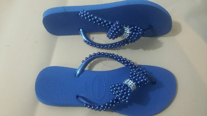 chinelo decorado azul