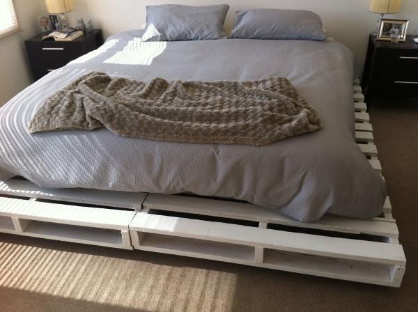 cama de solteiro de pallet
