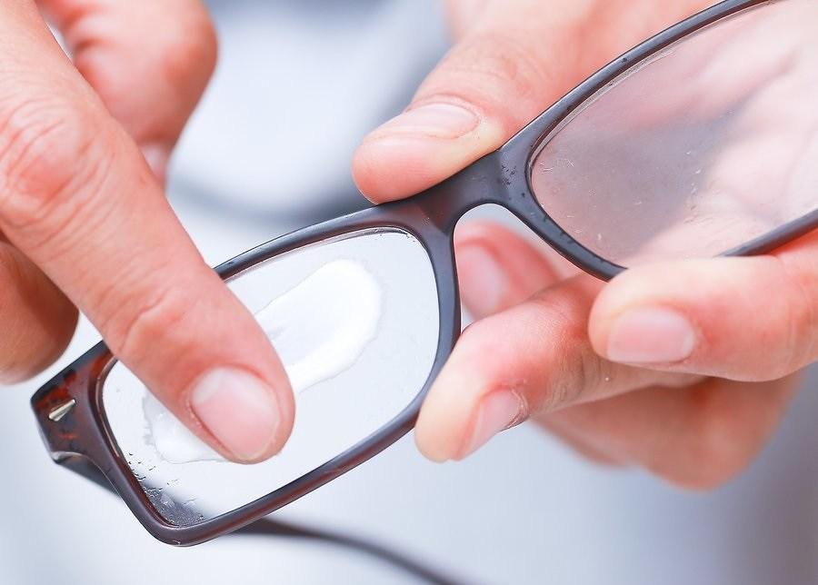 Como tirar risco de óculos