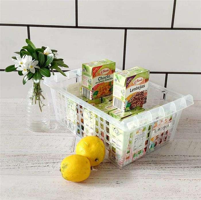 como organizar vasilhas no armário de cozinha