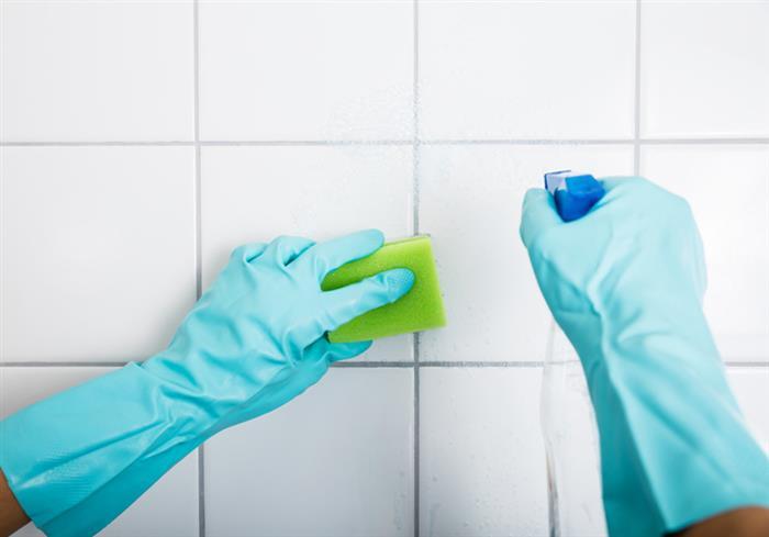 como limpar rejunte de banheiro amarelado
