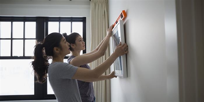 como colocar quadros na parede da sala